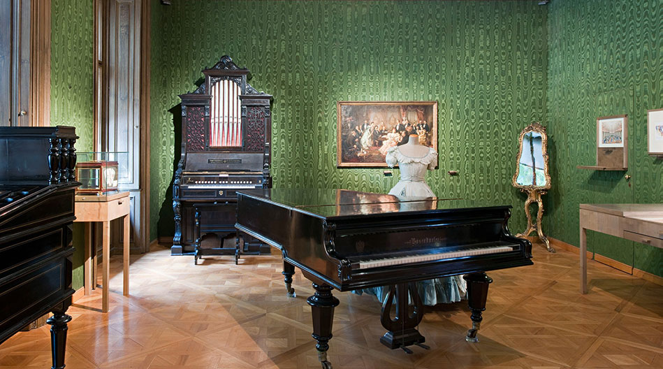 Johann Strauss Apartment Piano